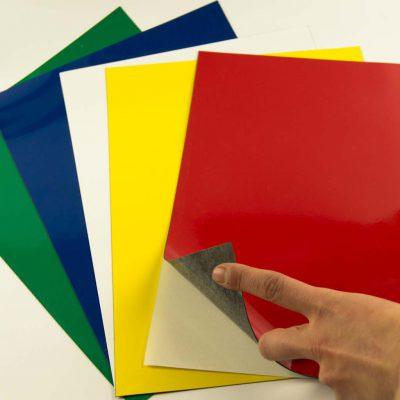 Arkusz-folii-magnetycznej-kolor-z-klejem