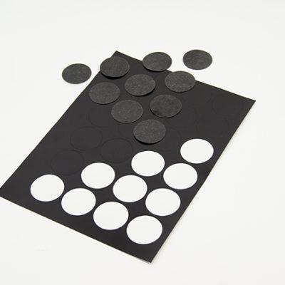 Naklejki magnetyczne na gadżety magnes